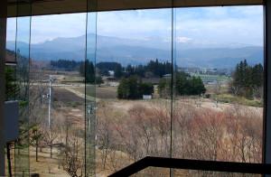 西田記念館から眺める吾妻連峰