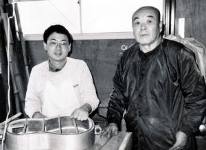 祖父大内一次と慎二 昭和58年11月 〈伊勢こけし会だより・21〉より
