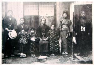 中央:佐藤嘉吉、嘉吉の向かって左:佐志馬