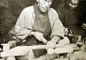 久四郎と綱取りの荒屋敷松蔵(橘文策撮影)