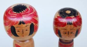 蔵王高湯時代の栄治郎の頭部 右は米浪旧蔵、左は東京こけし友の会蔵