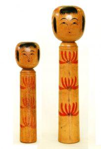 〔右より 24.8m(昭和5年ころ)、18.8cm(昭和6年ころ)(日本こけし館)〕 深沢コレクション