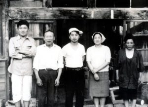左より 昭三、善作、定雄、光子、愛 昭和40年ころ