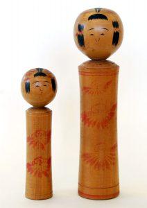 〔右より 23.6cm、16.3cm(昭和13年)(日本こけし館)〕 深沢コレクション
