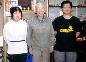 右より 前田良二、師匠広井道顕、桜井美沙 平成27年4月