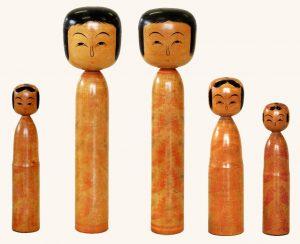 〔右より 12.1cm、15.2cm、20.9cm、20.9cm、14.8cm(昭和15年頃)(日本こけし館)〕 深沢コレクション